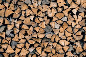 Hoe fijn stof vermijden in uw kachel? Gebruik droog hout.  WOODcom